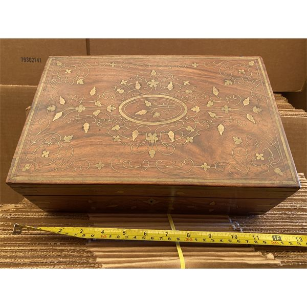 ANTIQUE WOOD TRINKET BOX WITH INLAY DESIGN