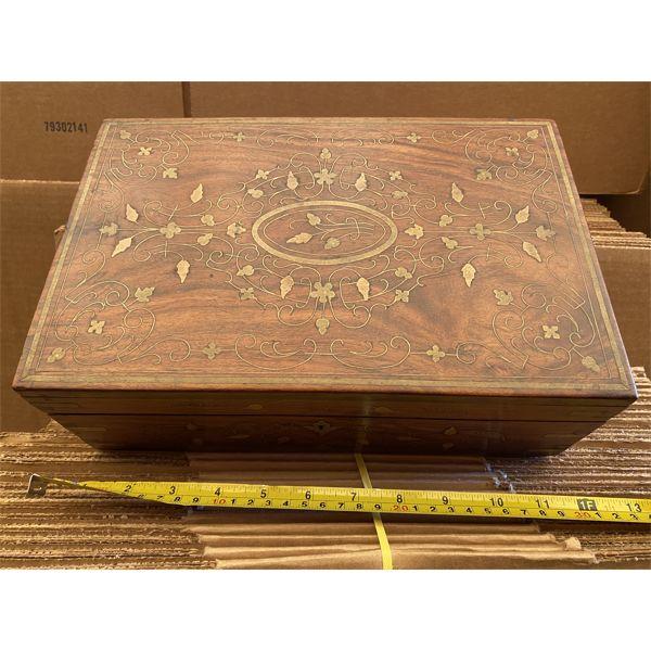 ANTIQUE WOOD TRINKET BOX WITH INLAY DESIGN
