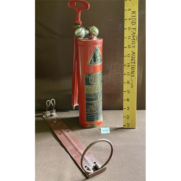 WILBUR FIRE EXTINGUISHER W/ WALL BRACKET