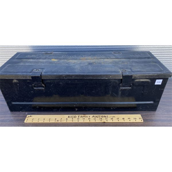 1943 METAL AMMO BOX - GOOD DECAL