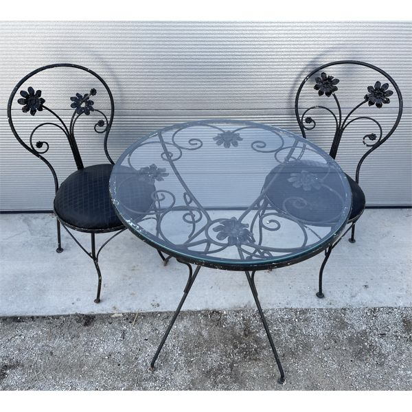 WROUGHT IRON BISTRO STYLE PATIO SET