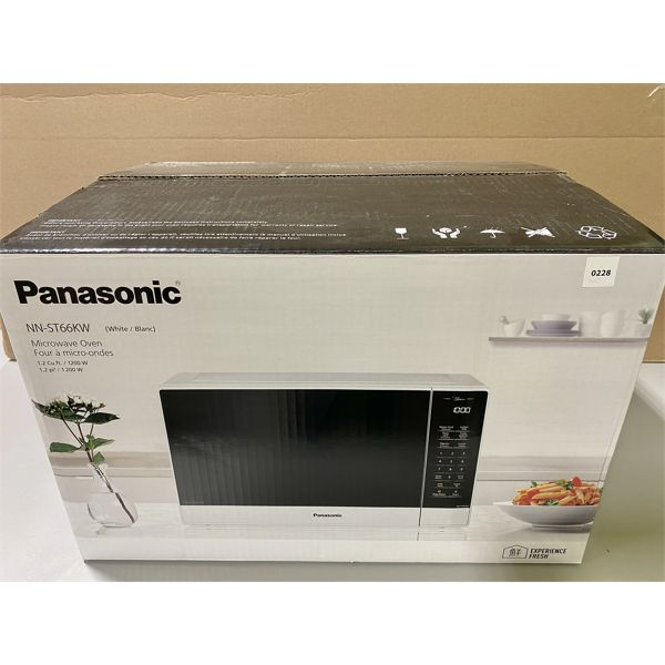 PANASONIC MICROWAVE - MINIMAL USE