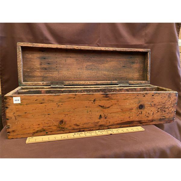 ANTIQUE PINE CARPENTERS BOX