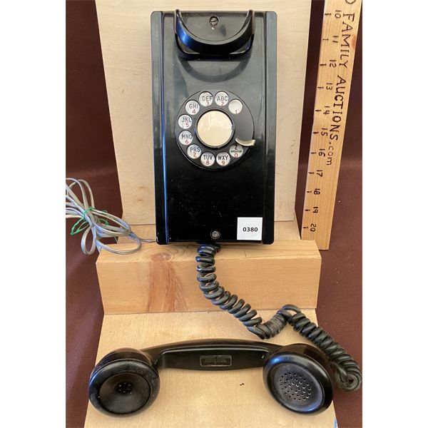 ANTIQUE BAKELITE NE WALL MOUNT ROTARY PHONE - MODEL 354 - 1950 TO 1954