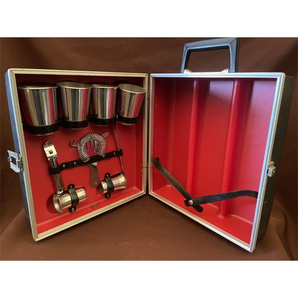 VINTAGE PORTABLE DRINK MIXING CASE