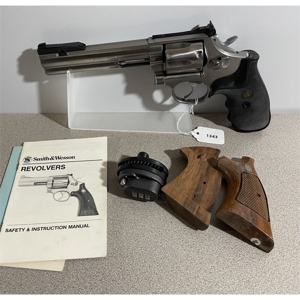SMITH & WESSON MODEL 686-1 IN .357 MAG - RESTRICTED CLASS