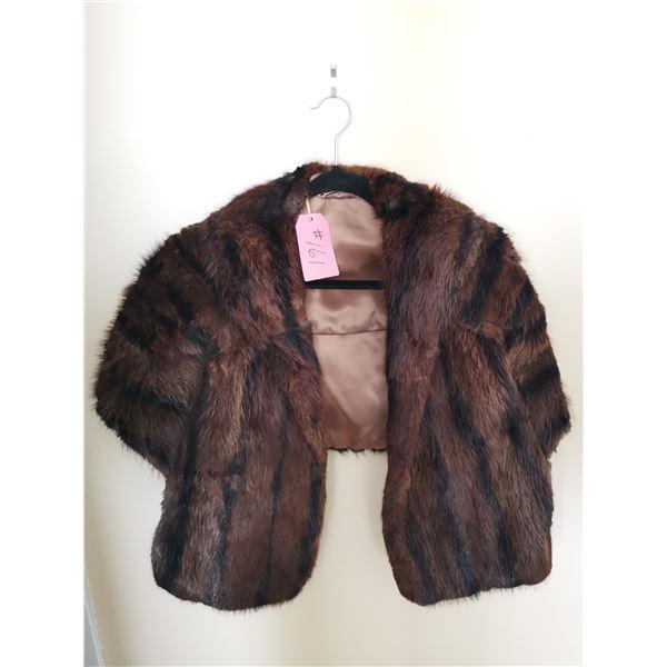 Beaver fur stole, size 12