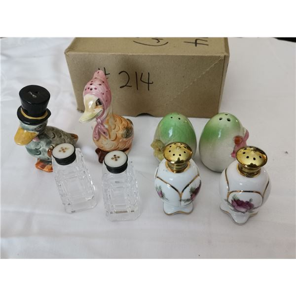 Lot of salt and pepper shakers (5 pair)