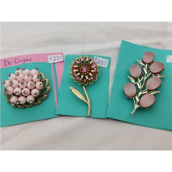 Lot of pink tone broaches (3)