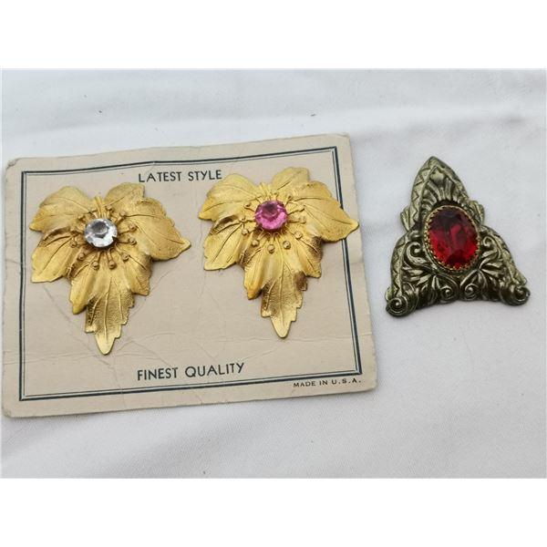 Card of vintage dress clips