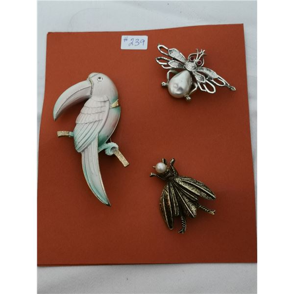 Card of 3 broaches