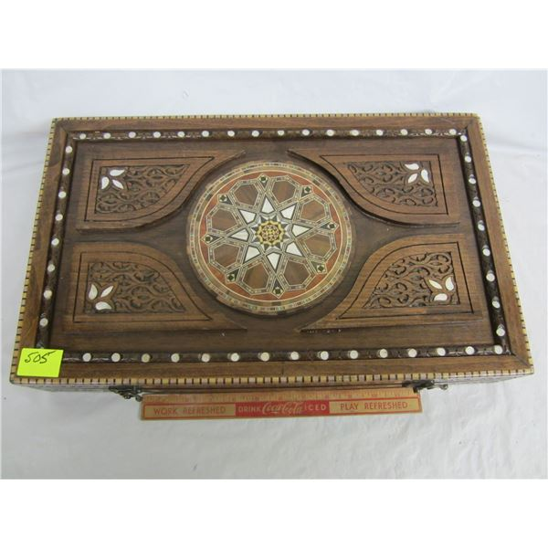 High Quality Back Gammon Set in Ornate Case