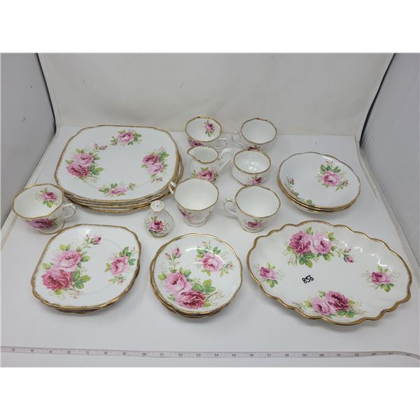 27 pieces Royal Albert American Beauty