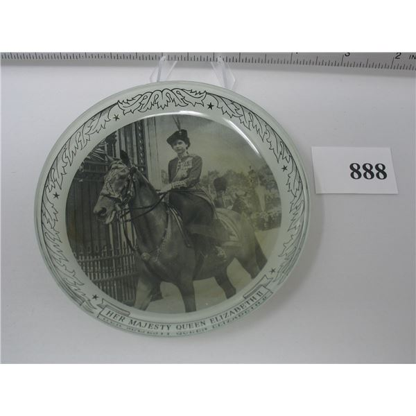 4 3/4 inch PLATE - QUEEN ELIZABETH on Horseback - Side Saddle