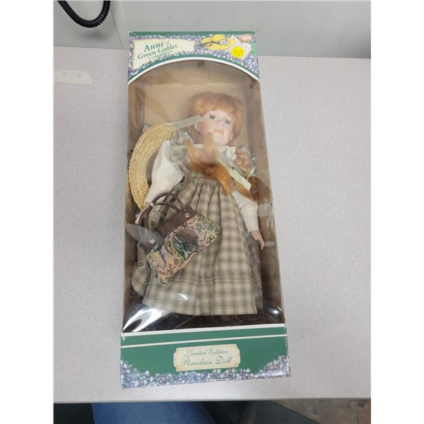 Anne of green gables porcelain doll in box