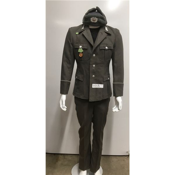 1018 - East german military uniform. Hat, jacket and pants