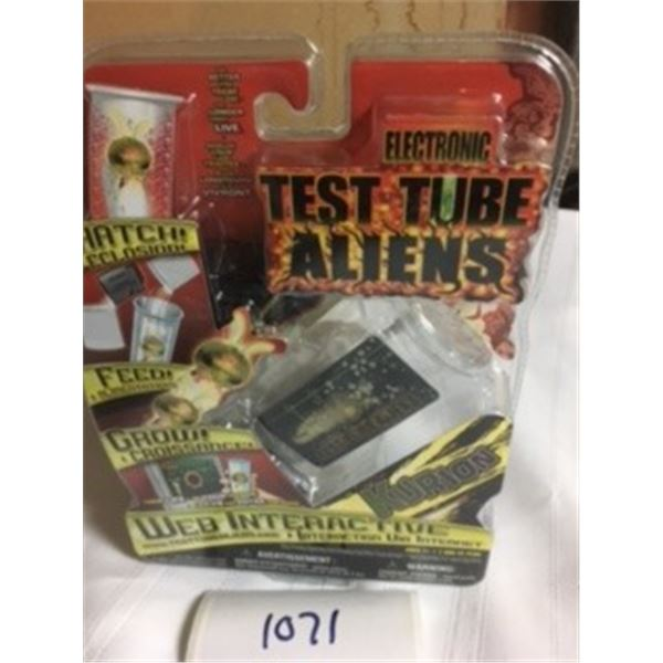 1071-COLLECTIBLE 2000'S FACTORY SEALED ELECTRONIC TEST –TUBE ALIENS WEB-INTERACTIVE GAME.  KURION