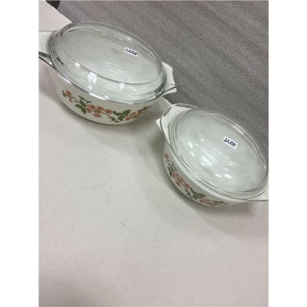 """2 Pyrex bowls & lids - 9"""" & 8"""""""