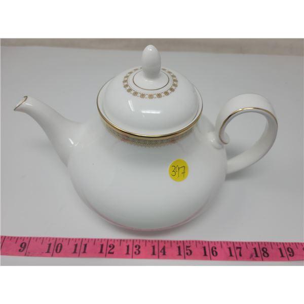 Royal Doulton Clarendon teapot, tip of spout broken needs repair.
