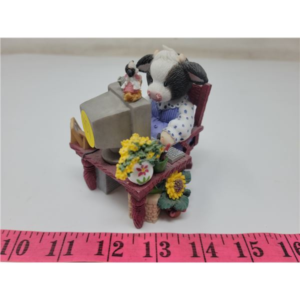 """""""Moo Got Mail"""" glass calf with computer figurine, 3.5"""" tall X 3"""" wide. Branded #II1MM268, Made in Ch"""