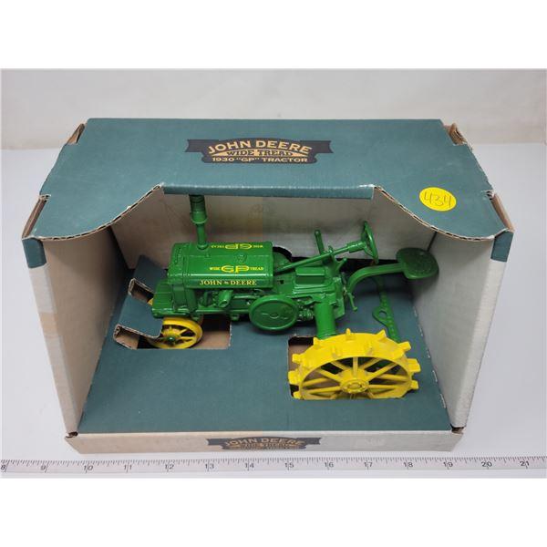 """John Deere wide tread 1930 """"G"""" tractor, Ertl. Appears die-cast, 1:16 scale"""
