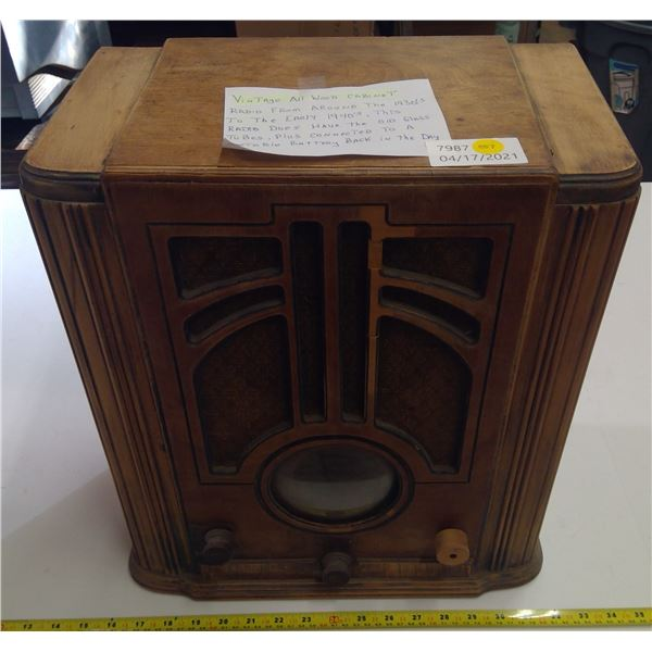 Vintage Wooden Cabinet Radio