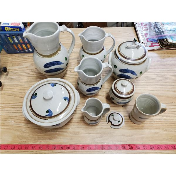 Lot of pottery