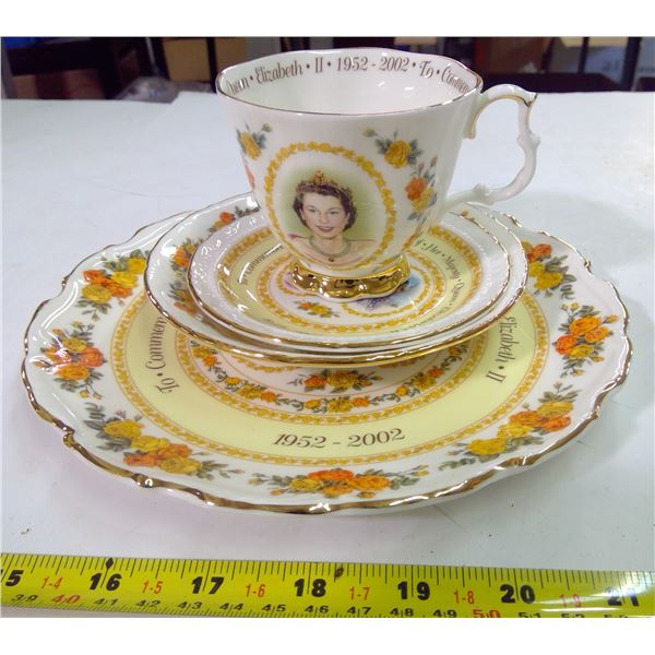 China Place Set - Royal Albert - The Golden Jubilee…