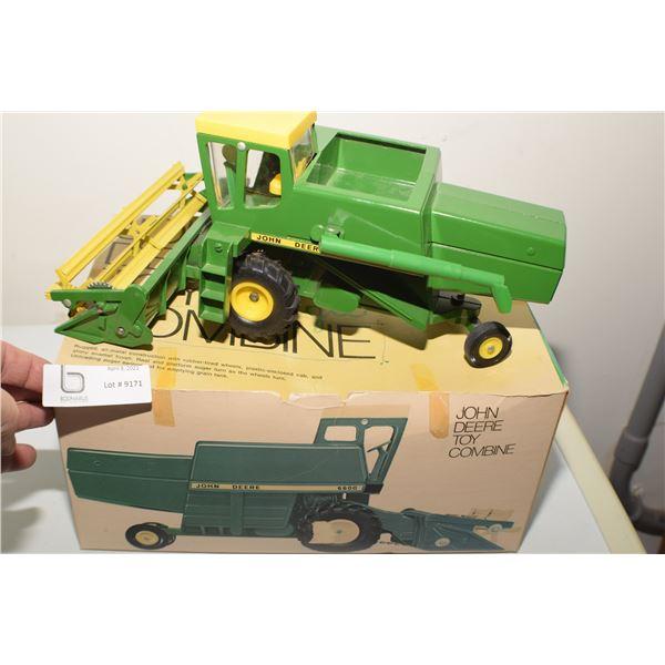 WOW--- VINTAGE JOHN DEERE 6600 TOY COMBINE / BOX