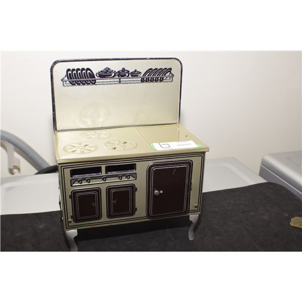 TIN TOY CHILDS STOVE