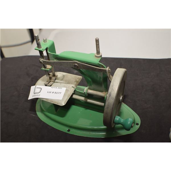 CHILDS TOY SEWING MACHINE