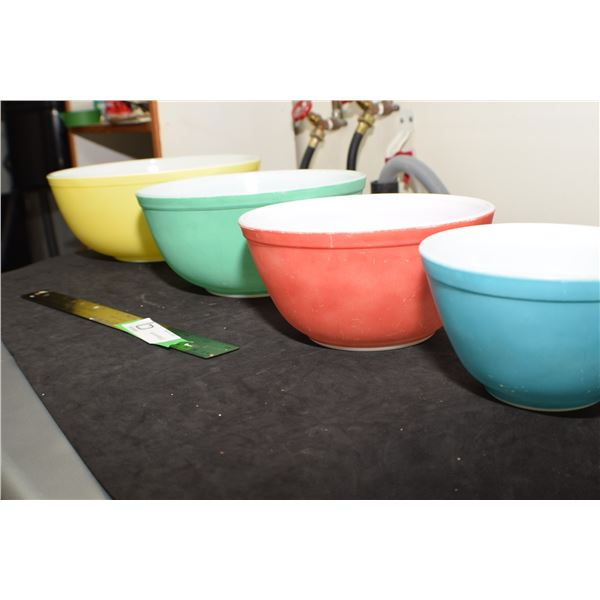 WOW ! FOUR PIECE PYREX BOWL SET