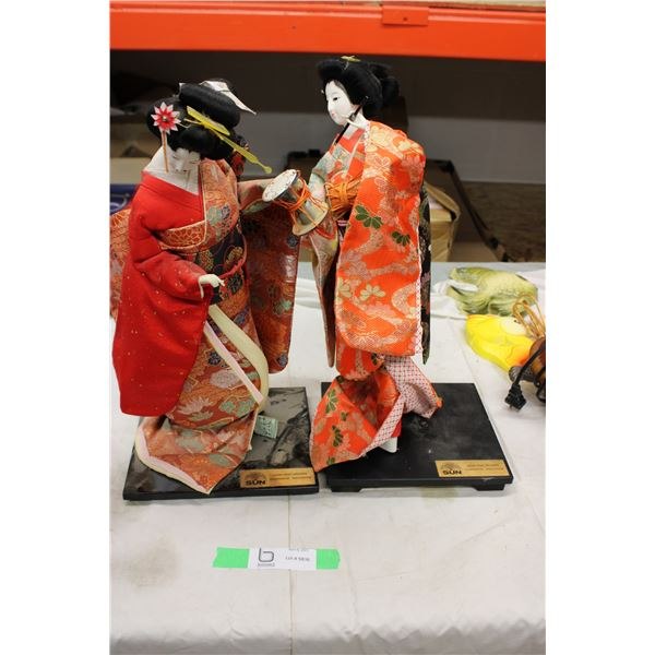 Japan Fruit Growers Japan Woman Displays 2 Pieces