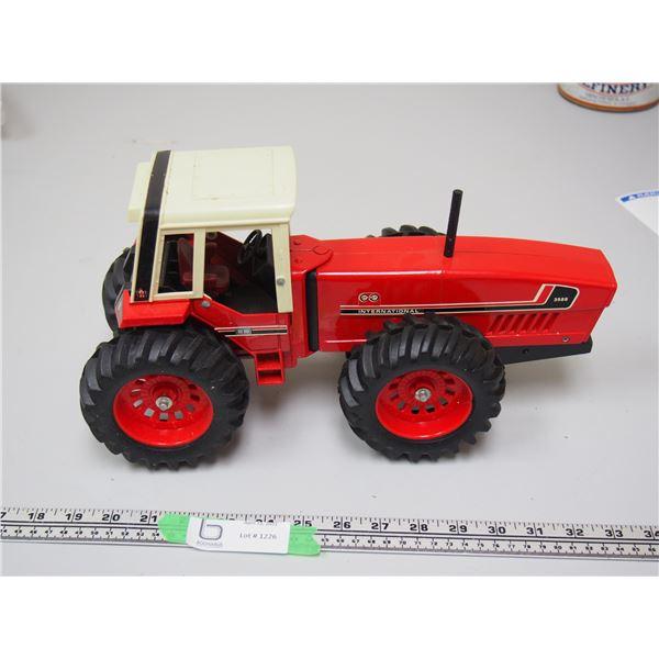 "Ertl? International 3588 2+2 Tractor (14 1/4"" long)"