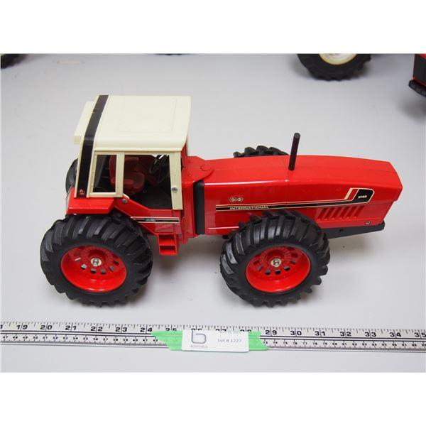 "Ertl? International 3788 2+2 Tractor (14 1/4"" long)"