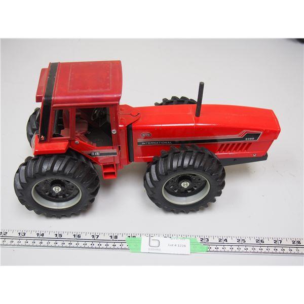 "Ertl? International 6388 2+2 Tractor (14 1/4"" long)"