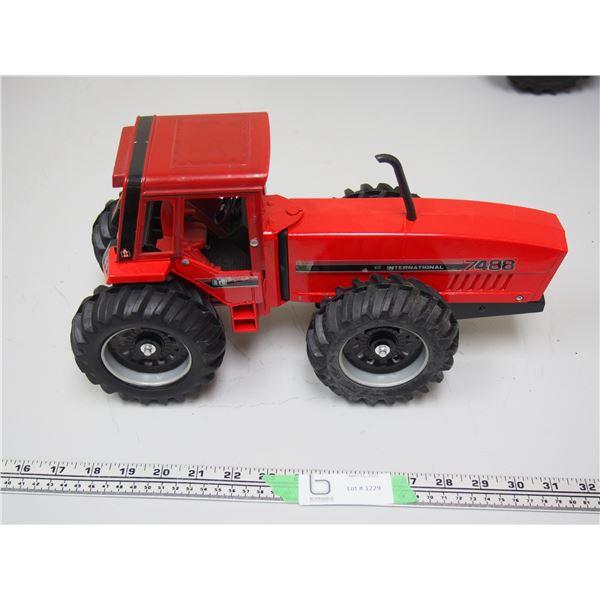 "Ertl? International 7488 Tractor (14 1/4"" long)"