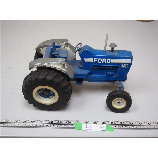 """Ertl Ford 8600 Tractor (12 3/4"""" long)"""