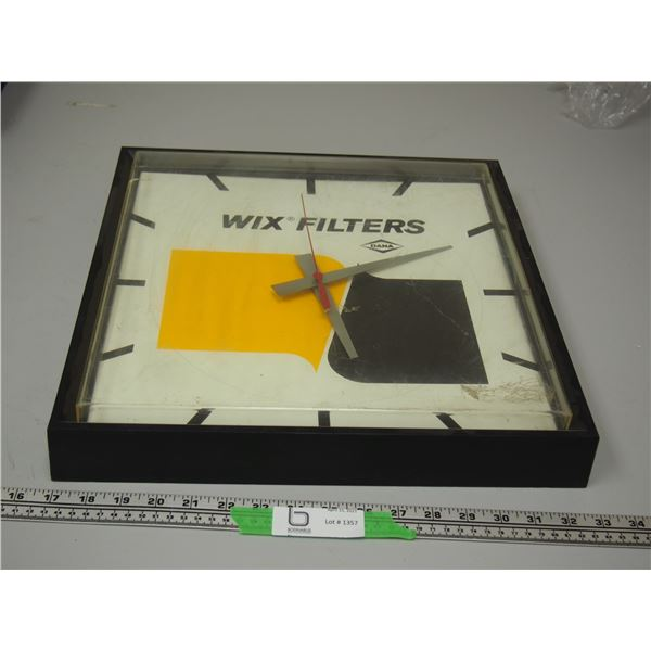 Battery Powered Wix Filters Clock (working) small crack in plastic cover