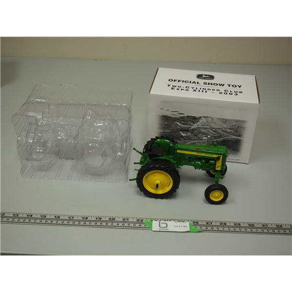 John Deere Model 420 v Tractor 2 Cylinder Club 1/16 Scale (NIB)