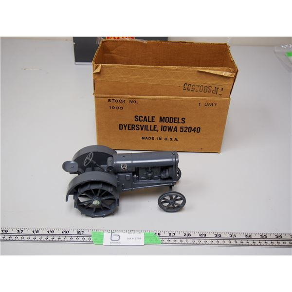 """Minneapolis Model Twin City Limited Edition 1/16 Scale 773/1500 Tractor (Heavy) 8"""" Long"""