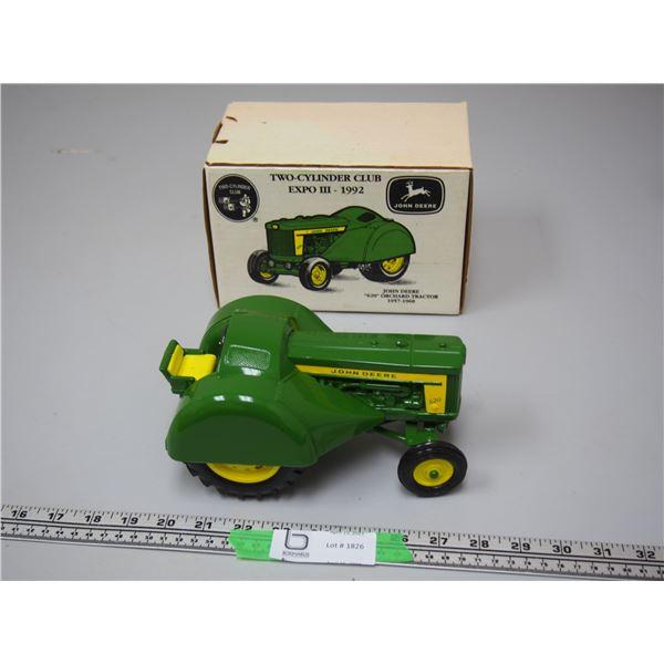 Ertl John Deere 620 Orchard Tractor Two Cylinder Club 1/16 (NIB)