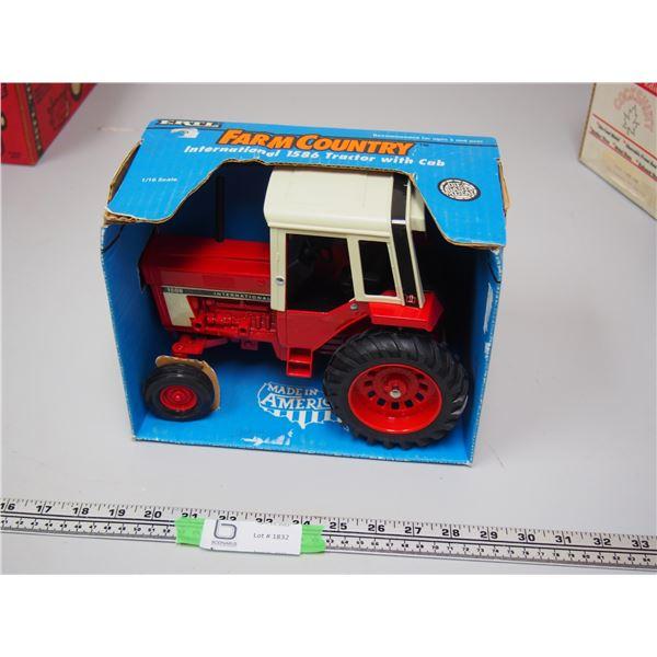 Ertl IH 1586 Tractor With Cab 1/16 (NIB)