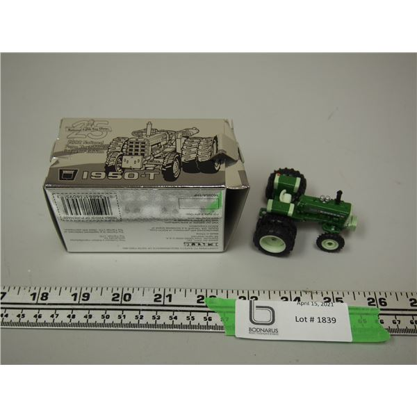 Toy Farmer Silver Anniversary 2002 National Farm Show Collector Edition Oliver 1950-T 1/64 Scale NIB