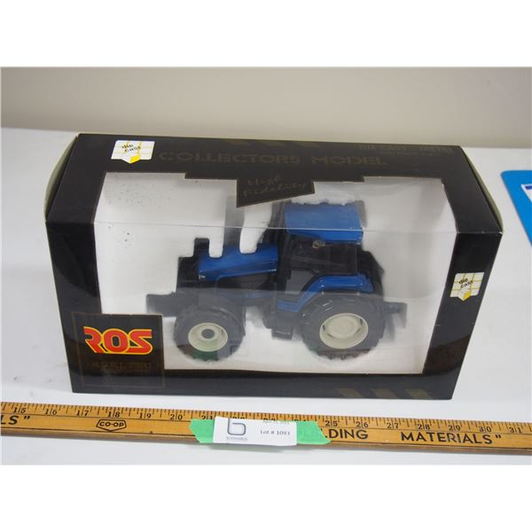Collector's Model Ford Tractor (NIB) 1/25 Scale