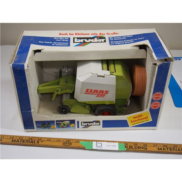 Bruder CLAAS Rollant 250 Roto Cut Round Baler in Box (1/16 Scale?)