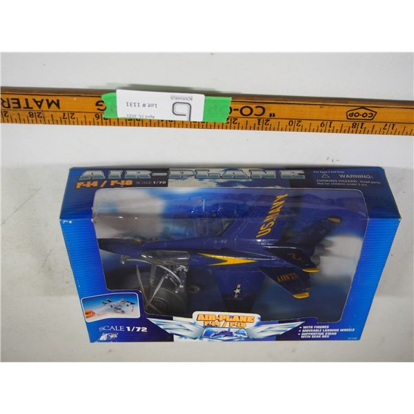 U.S. Navy Airplane F-14/F-18 With Stand (NIB) 1/72 Scale