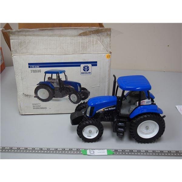Ford TG285 Tractor 1/16 Scale (NIB)