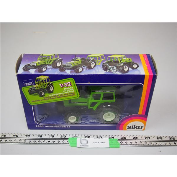 Siku Deutz Fahr DX86 1/32 Scale (NIB) Tractor