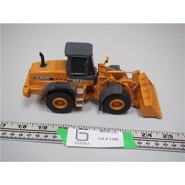 """Ertl Case 621D Pay Loader (Been Repaired)  7 1/4"""" Long"""